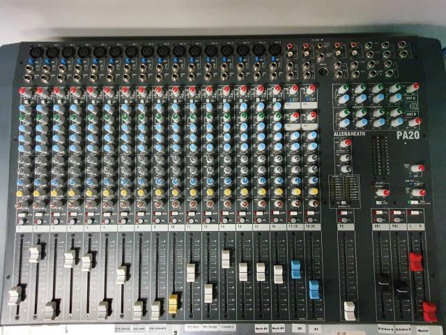 Console analogique Allen et Heath PA 20